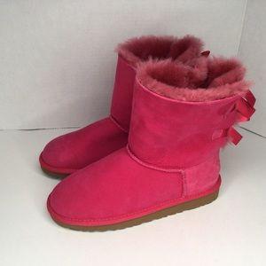 Ugg Big girl Bailey pink bows size 5 35